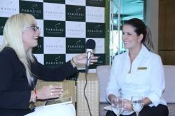 Paradise Laura Renzi enrevistando Tatiana Alabarce representante do MArketing do Resort