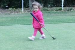 Paradise  MAria Cecília jogando Golf